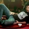 Kort & godt: 20 musikkvideoer som får oss til å le