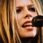 Smugtitt under huden på Avril Lavigne